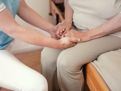 Patientin mit Pflegedienstleitung Frau Hansen